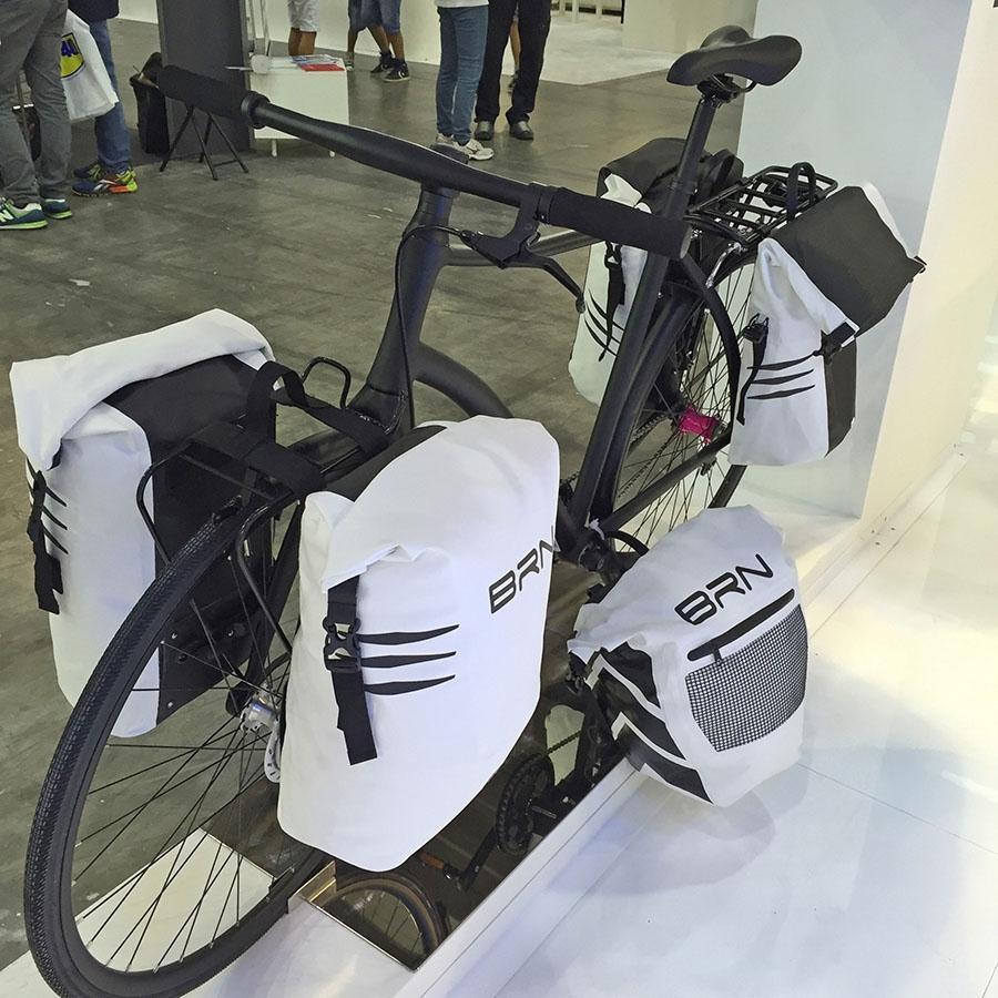 bicicletta con borse negozio on line shop ricambi e accessori